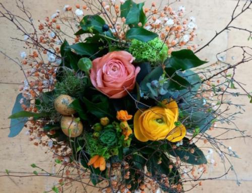 Zu Ostern mit Blumen, Pflanzen und Accessoires eine Freude bereiten